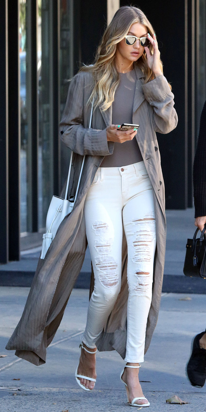 7 a-list looks that prove itu0027s possible to wear white jeans in the winter KIINZBP