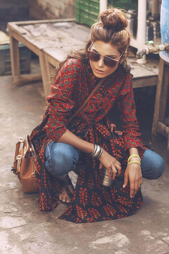 bohemian style paisley print in dark red, jeans and big sunnies...the perfect boho CRTUBZJ