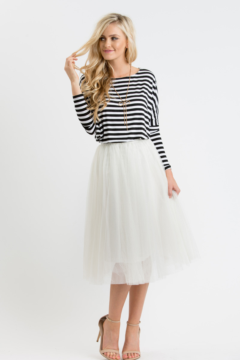 How to dress your midi skirts?