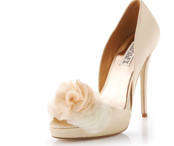 i love these but would cream shoes look weird with an ivory dress? VDOOBJZ