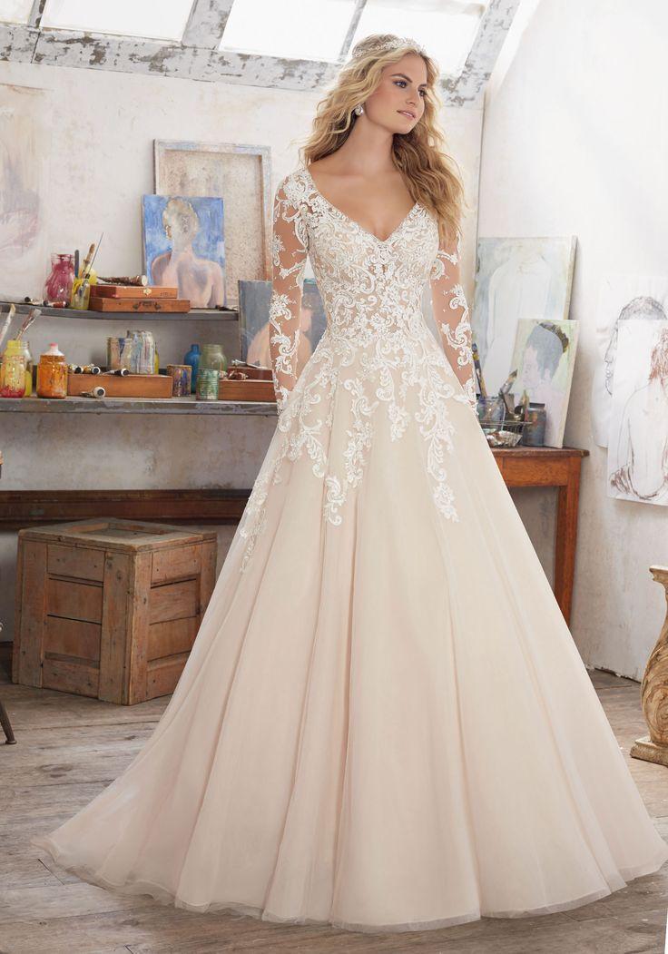Ways to rock the ivory wedding dresses