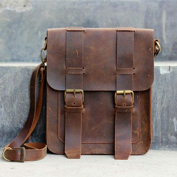 Tips to choose leather bags for men