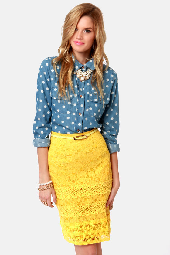 Yellow skirt giving positive vibes