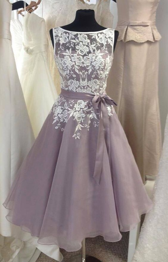 Getting the old style on for your wedding: vintage bridesmaid dresses
