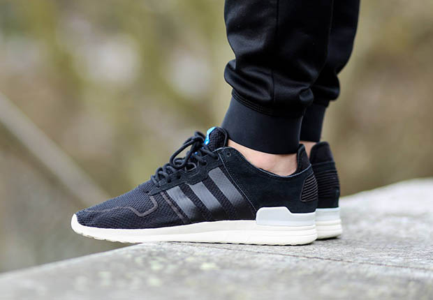 Adidas Originals ZX 700 source: titolo EKBFLWF