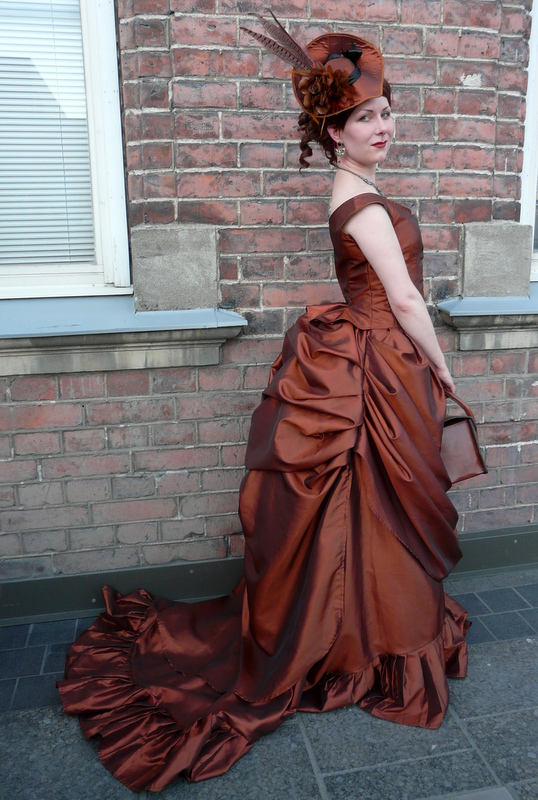 bustle skirts how to make a victorian bustle skirt - the easy way STVHSBQ
