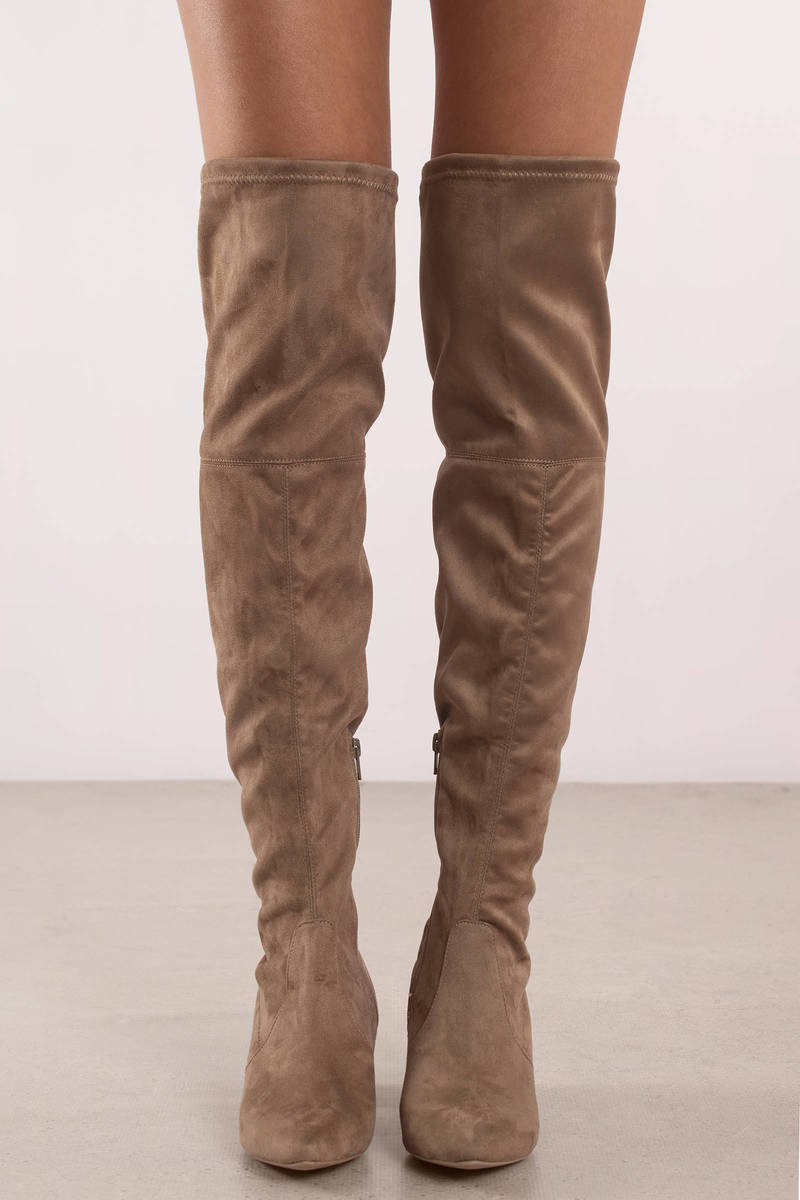 Show off the boot that work for any person: The Knee high boot