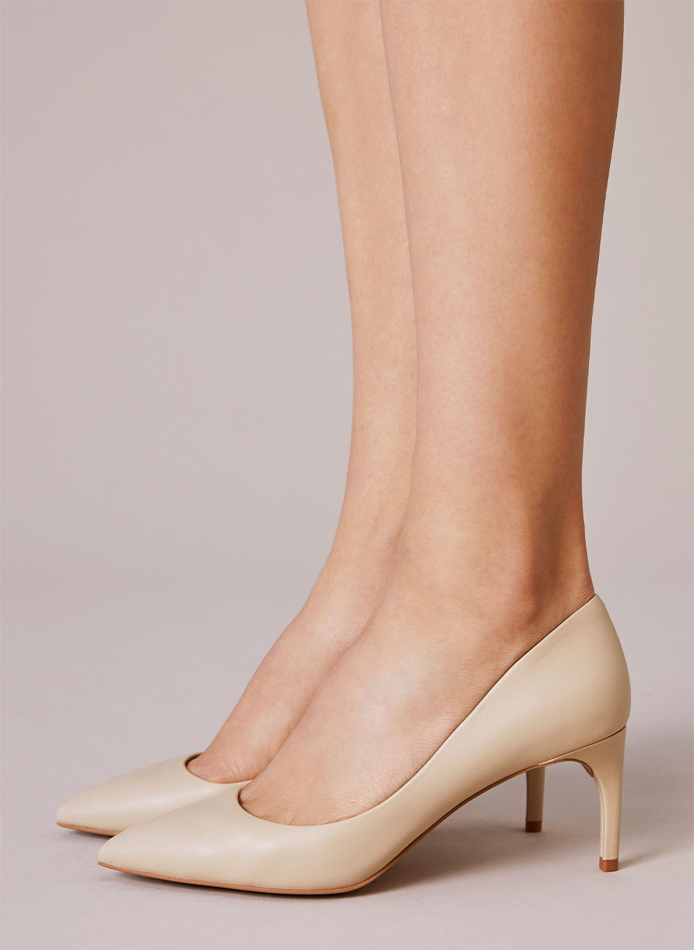 The essentials of the shoe wardrobe: nude shoes