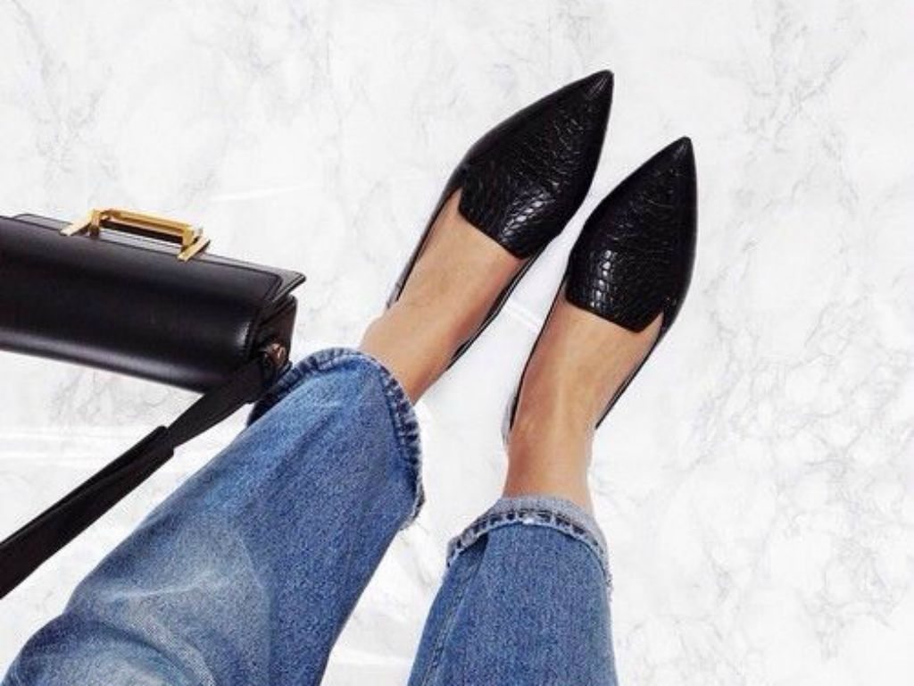 Pointed Toe Flats make your point: these 13 pointed toe flats will upgrade your shoegame KSVOXNJ