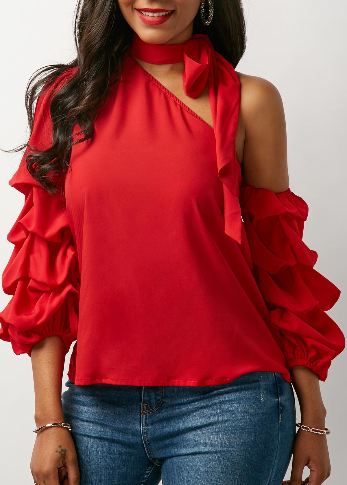 Red Blouse Adds Strong Effects to Your Persona