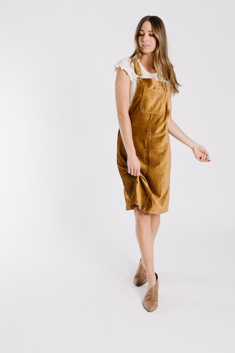 the portland overall jumper dress in vintage camel ZTVEDPX